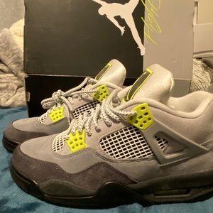 Jordan 4 Neon Green size 8.5M/10W